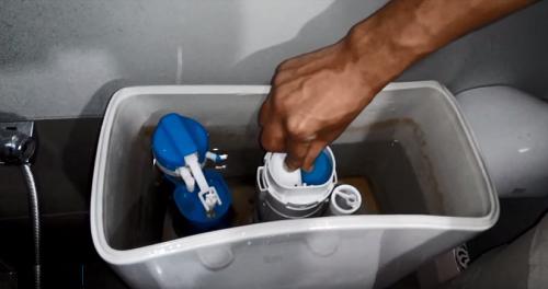 Nguyên nhân bồn cầu rò rỉ nước