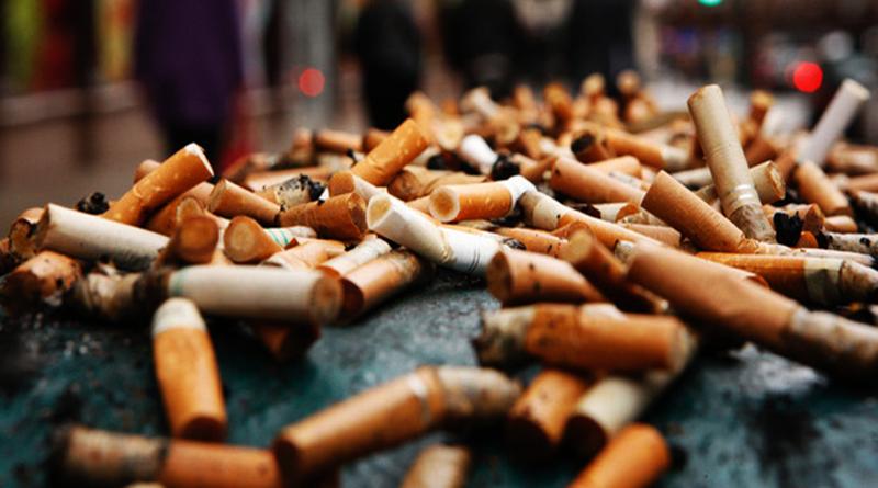 Đầu lọc thuốc lá gây tắc bồn tiểu nam