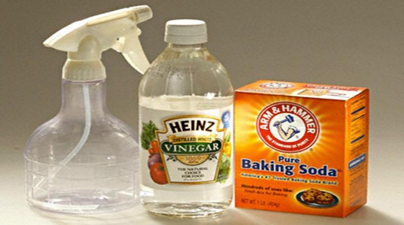 Thông bồn cầu bằng dấm và bột backing soda
