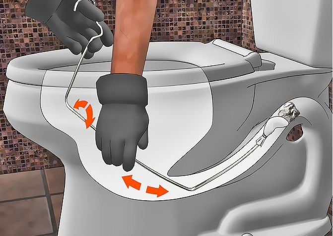 cách thông tắc bồn cầu bằng móc treo quần áo